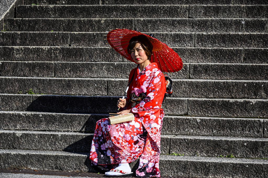 Another geisha, this time at the steps leading to the Kiyomizu-dera temple, Kyoto